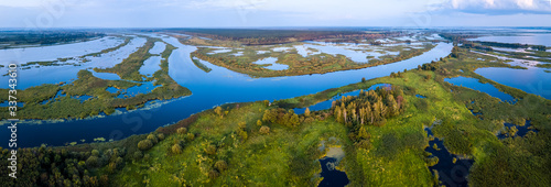 Fotografía Aerial view of the river of Kama and its wetlands. Russia