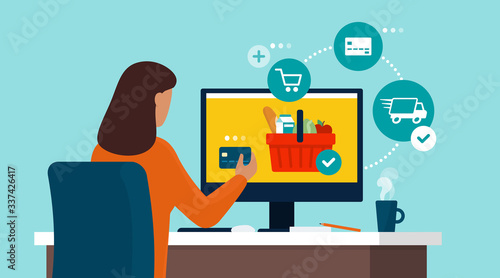 Papel de parede Woman doing grocery shopping online with a credit card