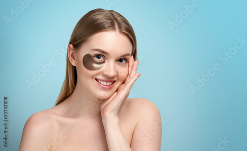 Fotografiet Portrait of Beauty woman with eye patches showing an effect of perfect skin
