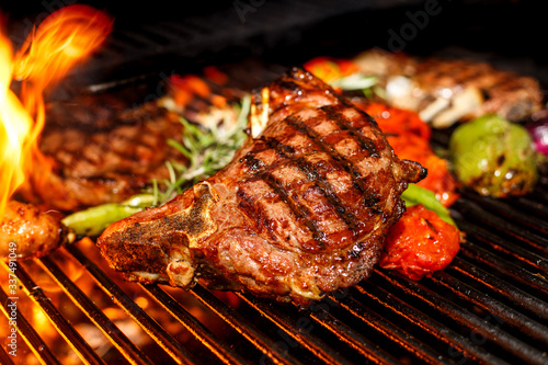 Fototapety, obrazy: steak cooking on fire with vegetables