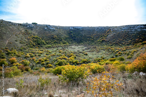 Photo Pulo di Altamura is a karst sinkhole located on the Murge plateau, Altamura, Apu