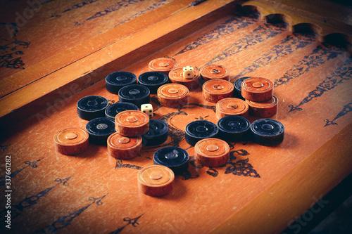 Old wooden backgammon board game Fototapete