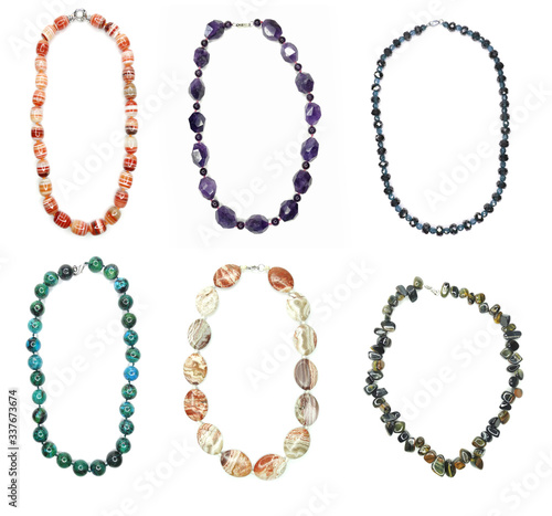Foto jewelry fashion beads necklace background with colorful crystals