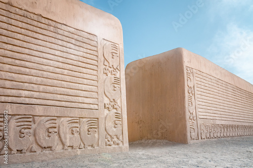 Photo Adobe Walls At Chan Chan In Trujillo, Peru