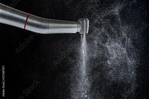 Photo Aerosol / Spraynebel bei Zahnbehandlung