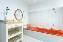Retro Bathrooms With Pastel Ol...