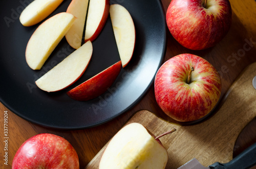 Papel de parede High Angle View Of Apple Slices In Plate