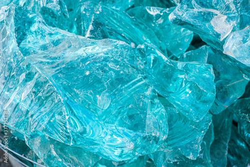 Photo Aquamarine gemstone like glass. texture pattern background
