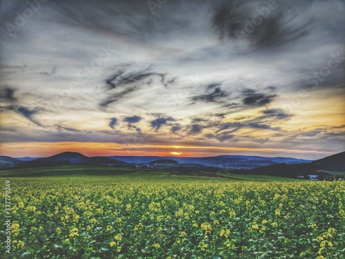 Canvas Print Scenic View Of Field Against Cloudy Sky