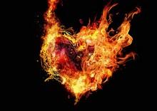 燃え上がる抽象的な火のハート