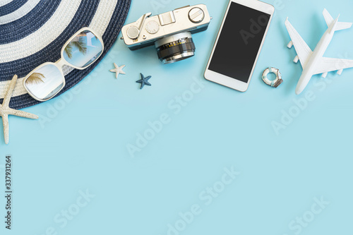 Fotografía Travel accessories items on color background, Summer vacation concept