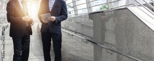 Fototapeta consult and team planing, financial collaboration concept, group of business people in suit looking on finance report in tablet as walking obraz