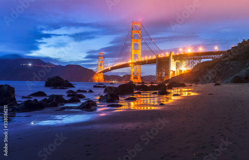 Photo Golden Gate bridge by night in San Francisco - USA
