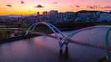 Fototapeta Kawa jest smaczna - View Of Bridge Over River In City