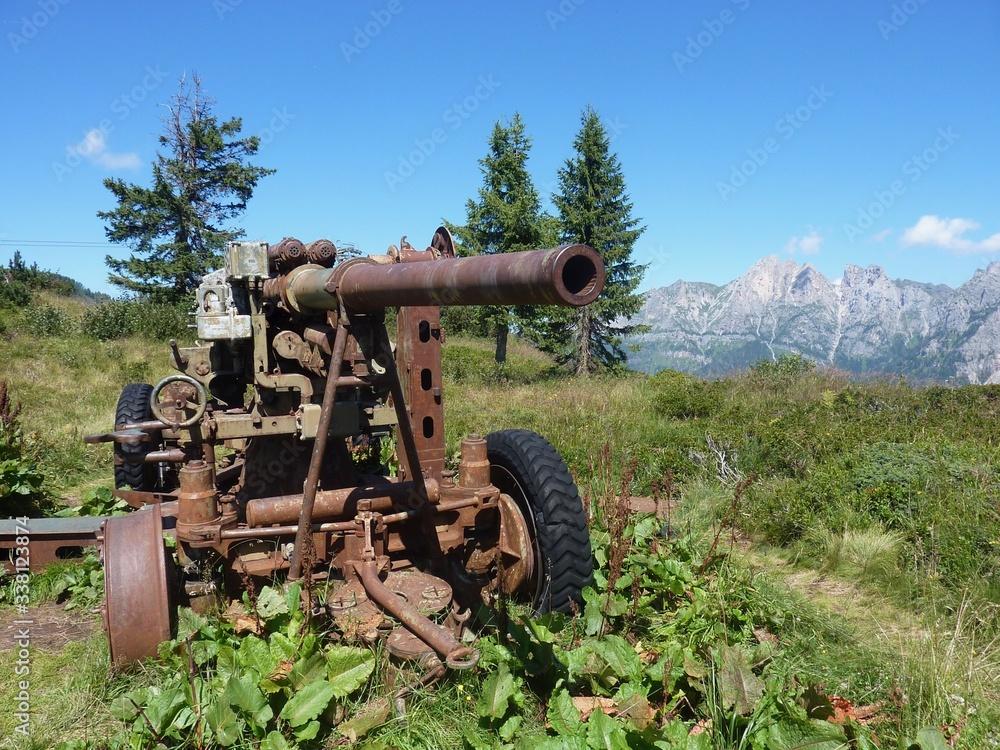 Fototapeta cannone militare della prima guerra mondiale sulle dolomiti bellunesi