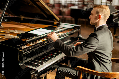 Obraz na plátne professional caucasian man musician gracefully play piano on a stage, talented p