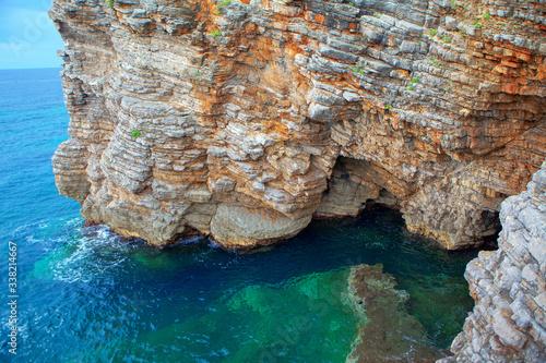 Photo fantastic scenery with cliffed coastline