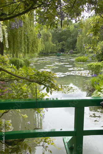 View of pond and gardens at Giverny from Monet's bridge, Giverny, France Slika na platnu