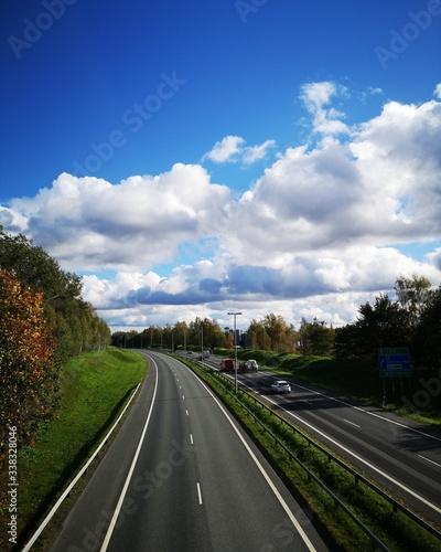 Photo droga, niebieskie niebo, autostrada
