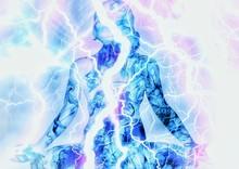 瞑想する女性のシルエ...