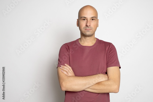Stampa su Tela 40 years old bald man in t-shirt isolated on grey