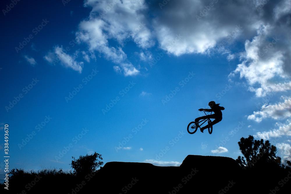 Fototapeta bike, bicicleta, bmx, céu, paisagem, contra luz, atleta, manobra