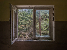A Decaying Abandoned Window Lo...