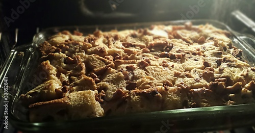 Photo Close-up Of Bread Pudding Served In Tray