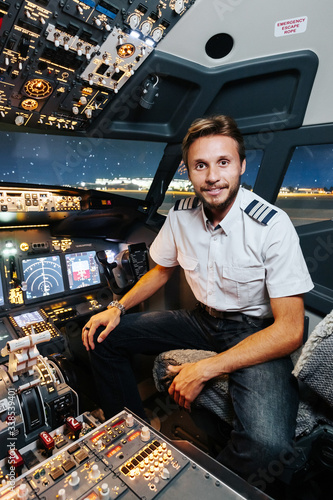 Fotografia Experienced smiling Pilot is ready for take-off