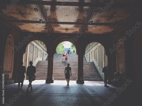 People At Bethesda Fountain Archway фототапет