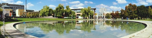 Fotografía Panoramic Shot Of Pond And Buildings In City