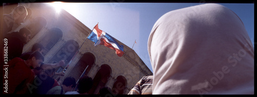 Foto Crowd With Dominican Flag During Rally