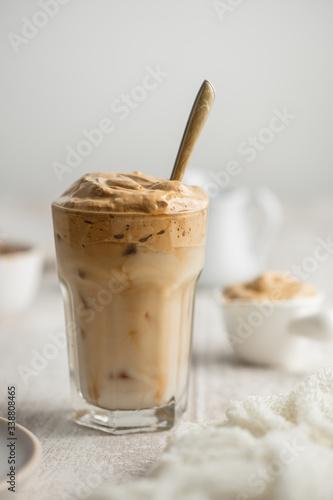 Fototapeta dalgona coffee café frappé mousse lait