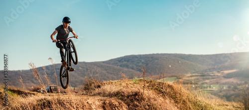 Fotografiet Dirt bike rider jumping in bike park on mountain bike