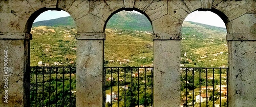 Valokuva Hill Seen Through Arch Window At Anagni
