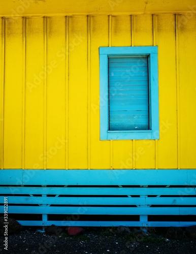 Obraz na plátně Yellow And Blue Beach Hut