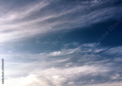 Slika na platnu Low Angle View Of Wispy Clouds During Day