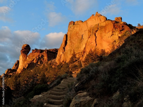 Fotografia Low Angle View Of Mountains In Smith Rock State Park