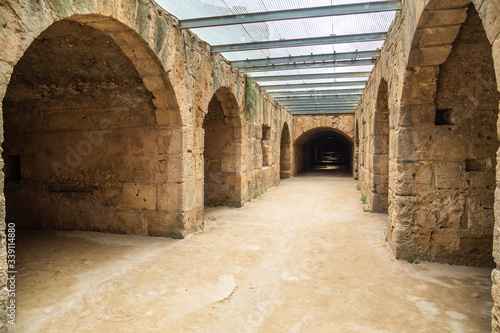 Photo Walls of ancient building in underground