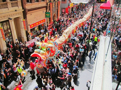 Foto High Angle View Of Dragon Dancer On Street During Chinese New Year