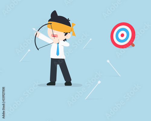 Photo SD Business Man Being blindfolded and the arrow misses the target because of bei