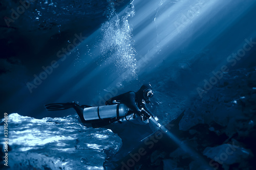 Plakaty do łazienki  cave-diving-diver-underwater-dark-cave-cavern-landscape