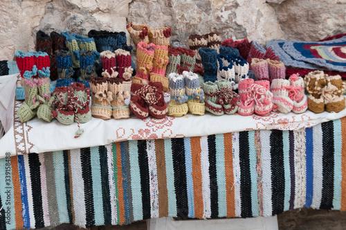 Obraz na plátně scarpe da bambino lavorate a maglia