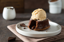 Chocolate Lava Cake With Ice C...