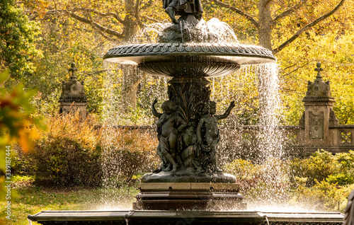 Fotografía The Bethesda Fountain located at Bethesda Terrace in Central Park in the Autumn