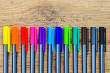 Pastelli E Penne Colorate Su L...