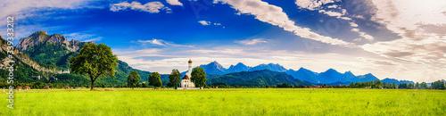 Obraz Sommer im Schwangau mit Sankt Cooman und Neuschwanstein vor den Alpen, Bayern, Deutschland - fototapety do salonu