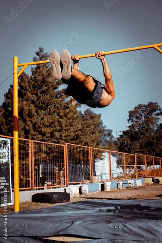 brincar, joven, aptitud, gente, cielo, deporte, salto, persona, muscular, calist Canvas Print