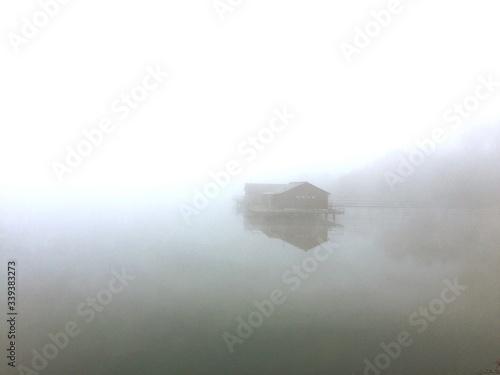 Billede på lærred Silt House In Lake During Foggy Weather
