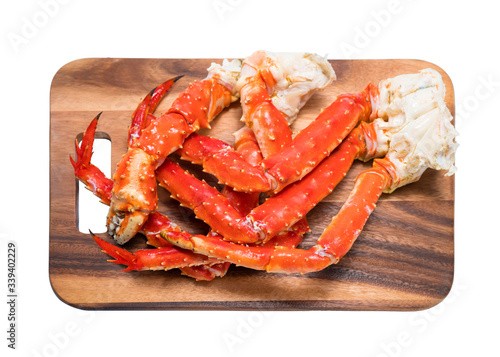 Photo Cooked Organic Alaskan King Crab Legs with Butter and lemons, Alaskan King Crab on wood plate in white background